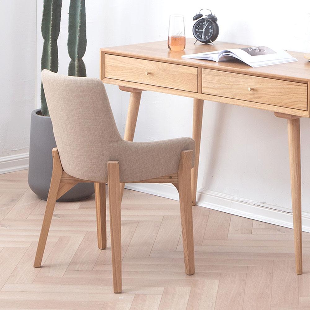 Danielle/danielle_study_chair_scene